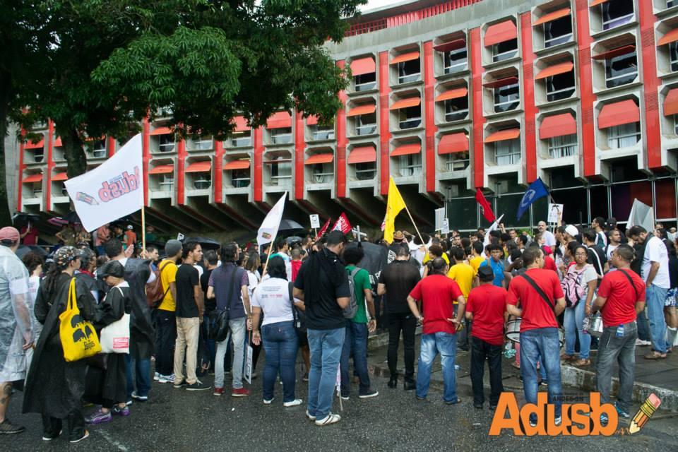 A força da classe trabalhadora em defesa da educação obriga o governo da Bahia a cumprir a lei