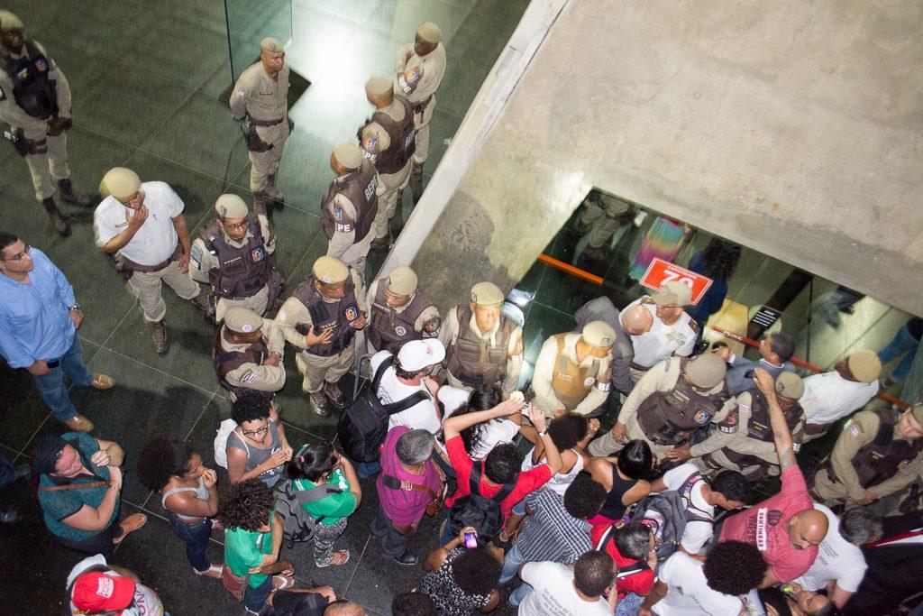 """Governo do PT usa repressão policial para impedir manifestações contra o """"pacote de maldades"""""""