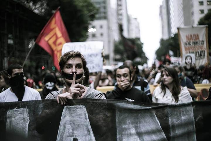 Dilma sanciona Lei Antiterror dois dias antes de atos em defesa do seu mandato