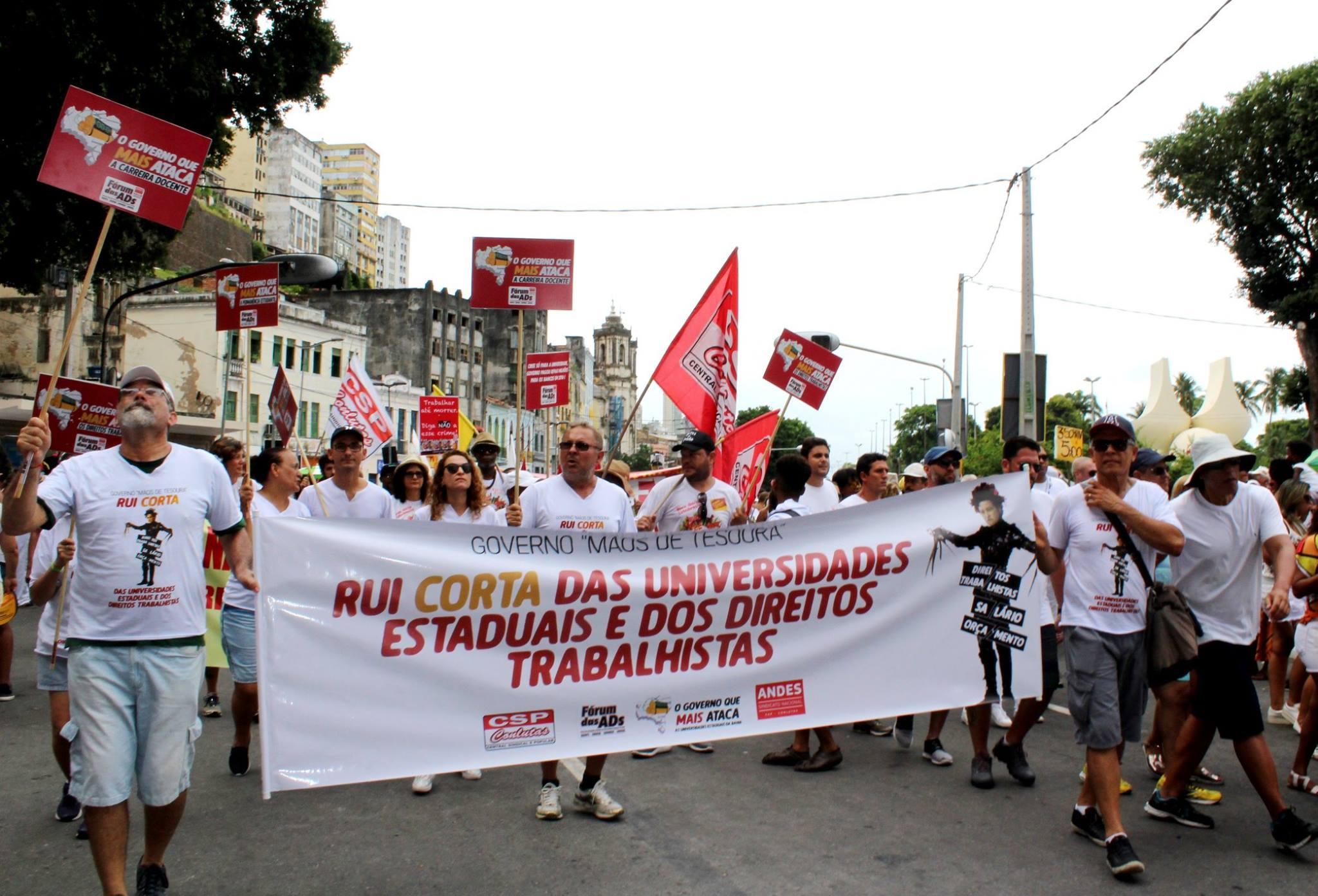 Em propaganda enganosa, #RuiCorta esquece de 222 professores que permanecem com direitos negados