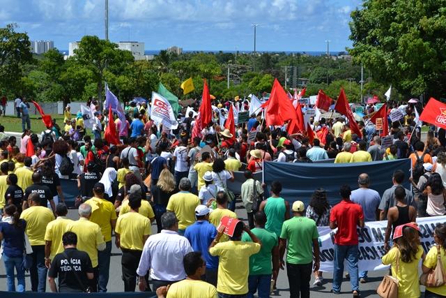 Governo desrespeita direitos trabalhistas e nega mudanças de regime de trabalho