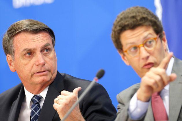Absurdo: após reclamar de divulgação de dados sobre desmatamento, Bolsonaro demite diretor do Inpe