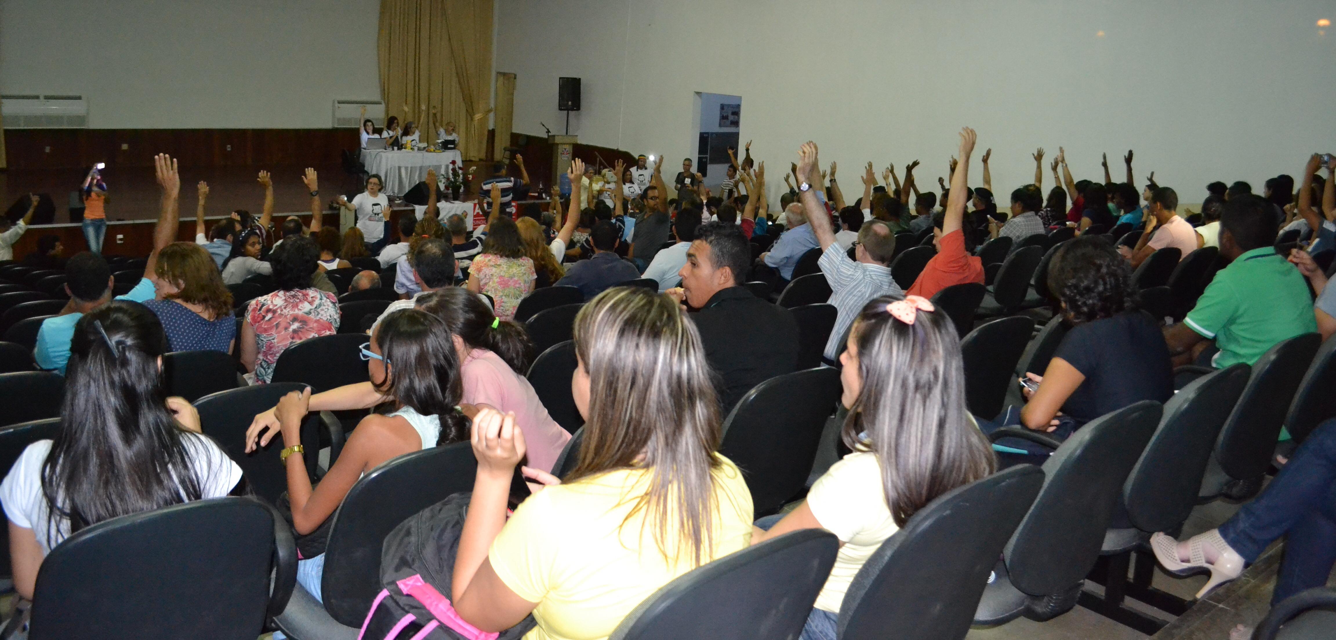 Professores da UESB deflagram greve