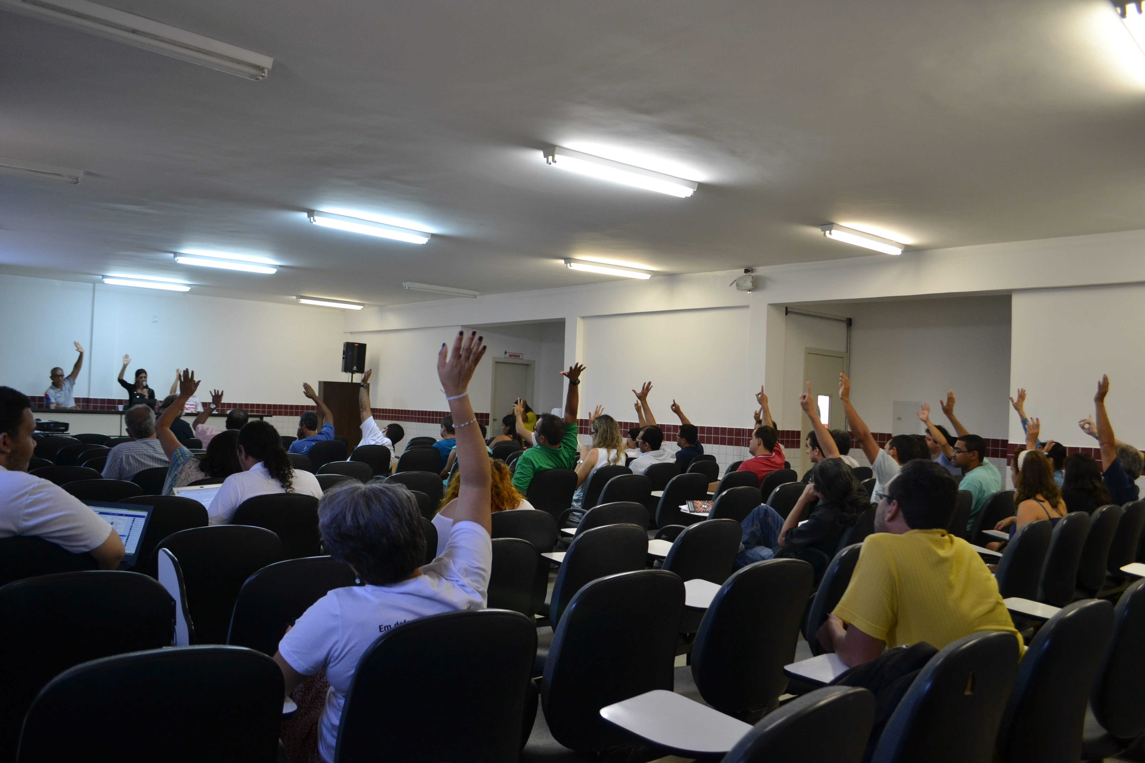 Professores da UESB paralisarão atividades no dia 15 de abril contra o PL 4330