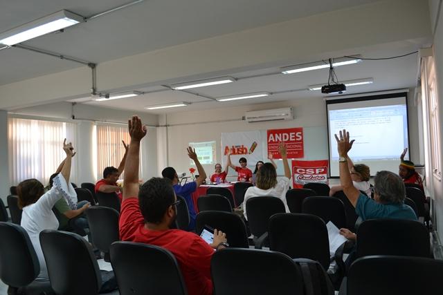 Assembleia da Adusb aprova mobilização para interferir na Lei Orçamentária Anual 2016