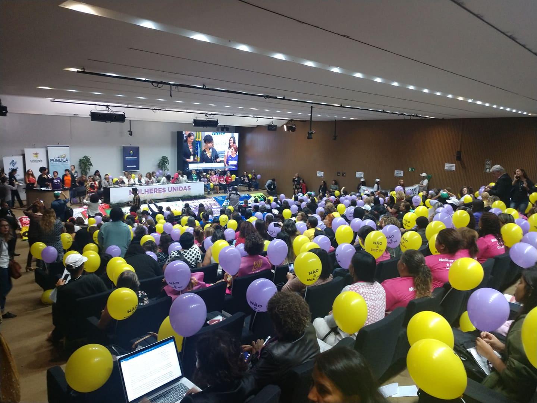 Mulheres fazem ato na Câmara dos Deputados em defesa da aposentadoria