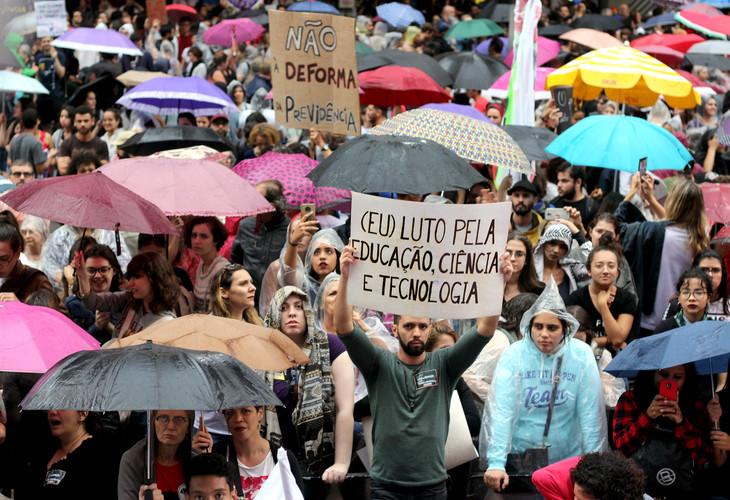 Nesta sexta, completa-se um ano do #15M, quando a balbúrdia foi às ruas e provocou o Tsunami da Educação