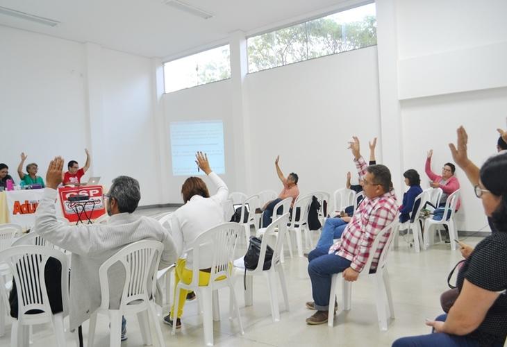 Assembleia aprova encaminhamentos sobre salários e se prepara para o CONAD