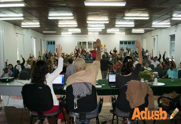 Governo distorce informações sobre a negociação com professores das Universidades Estaduais