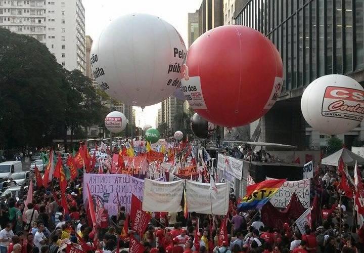Mais de 15 mil vão às ruas em SP em manifestação histórica contra o ajuste fiscal
