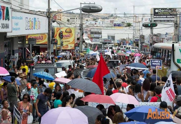 11 de novembro: Trabalhadores e Estudantes ocuparam as ruas em defesa de direitos