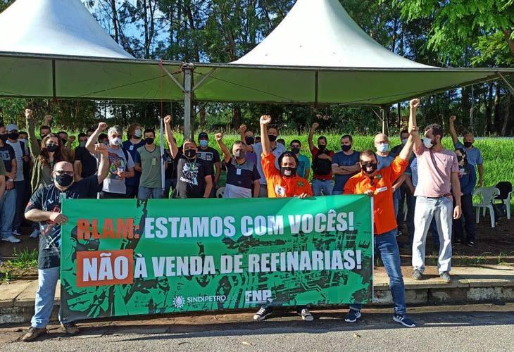 Petroleiros protestam contra venda da RLAM e privatização da Petrobras em todo o país