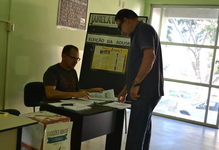 """Chapa """" Resistência e Luta"""" é eleita com 85.6% dos votos para direção da ADUSB"""