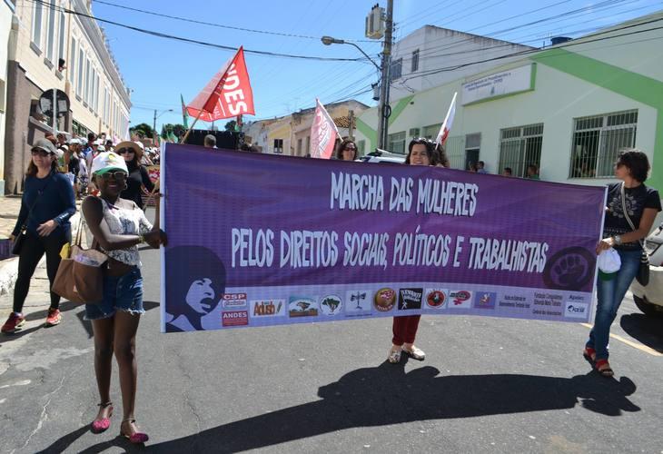 Marcha das Mulheres mobiliza centenas de pessoas em Vitória da Conquista