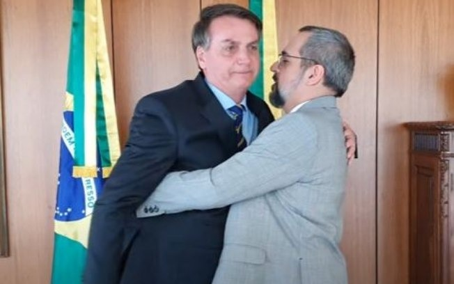 Abraham Weintraub sai do Brasil como ministro da educação e ao chegar nos Estados Unidos é exonerado