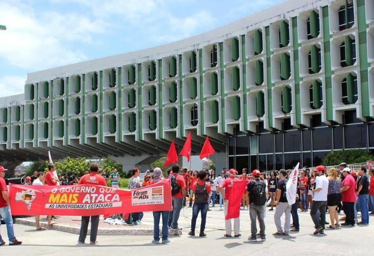 25 de abril é dia de ato público contra o arrocho salarial e os ataques às Universidades Estaduais