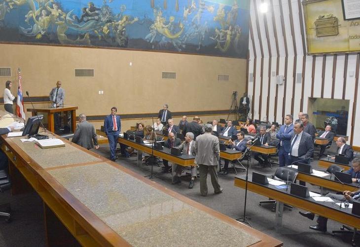 Sem menção clara sobre reajuste linear em 2019, LDO segue para segundo turno de votação
