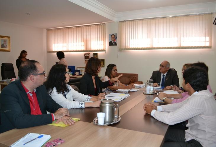 Adusb se reuniu com Reitoria da UESB para tratar sobre direitos trabalhistas