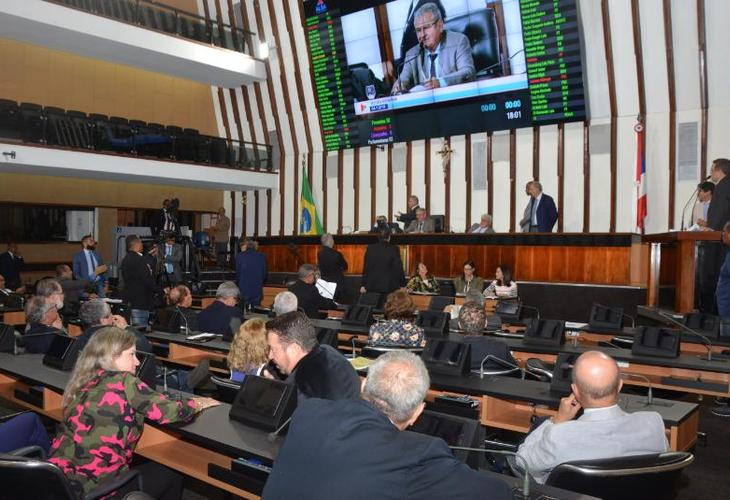 Deputados aprovam regime de urgência e aumento da previdência pode ser votado na quinta-feira (6)