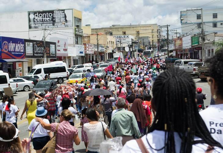 Mulheres marcham contra a reforma da previdência no 8 de março