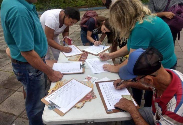 Abaixo-assinado ganha força nas ruas. 51% são contra reforma da Previdência, diz Datafolha