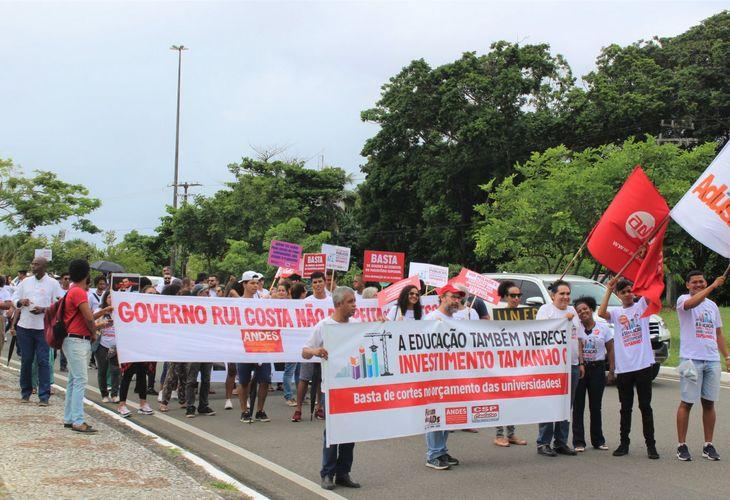 Docentes das Ueba garantem vitórias e encerram greve