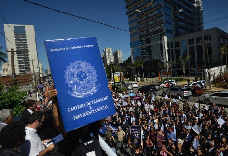 Possível extinção da Justiça do Trabalho é alvo de protestos