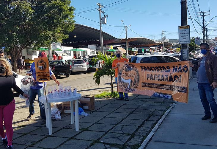 Adusb distribui álcool e máscaras em ação de solidariedade em Vitória da Conquista