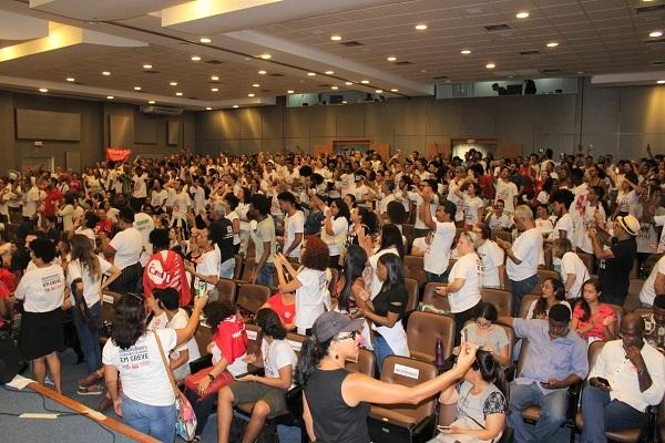 Ato e audiência pública demonstram força e crescimento da greve