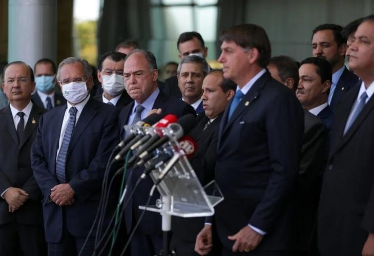 Bolsonaro e Guedes planejam reduzir auxílio de R$ 300, tirar dinheiro da Educação e dar calote em precatórios