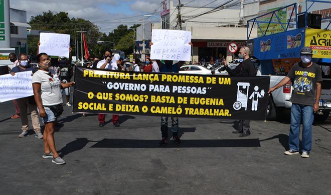 Ambulantes protestam pela permanência na Travessa Lauro de Freitas em Vitória da Conquista