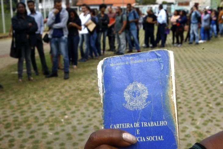 Bolsonaro tira do seguro-desemprego pra isentar taxas dos patrões