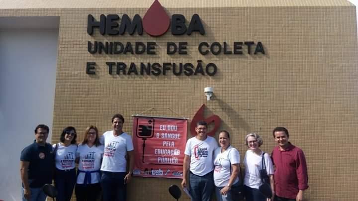 Greve: Docentes doam sangue e lutam pela educação em Jequié e Vitória da Conquista