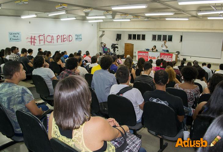 Curso de Formação Política e Sindical debate crise brasileira, ajuste fiscal e universidade