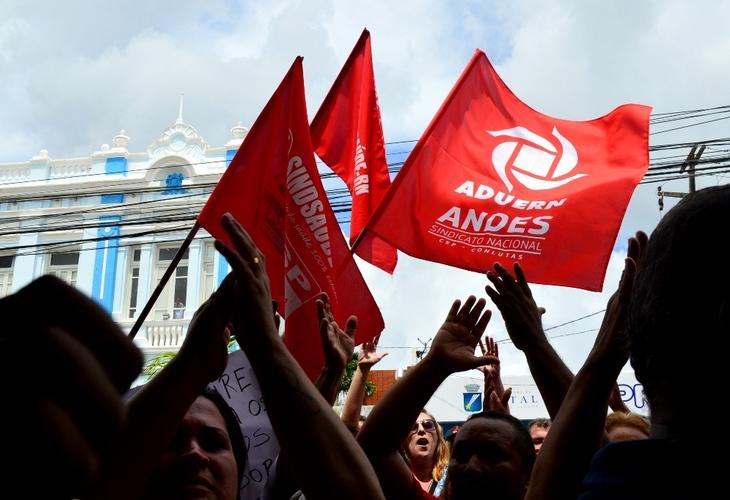 Servidores públicos do RN derrotam parte do pacote de maldades do governo estadual