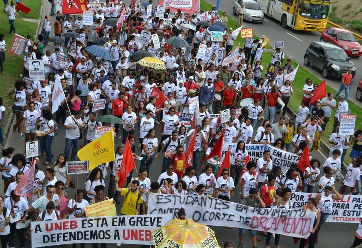 Conquistas da greve: 1ª etapa do acordo é cumprida e 235 professores têm direitos respeitados