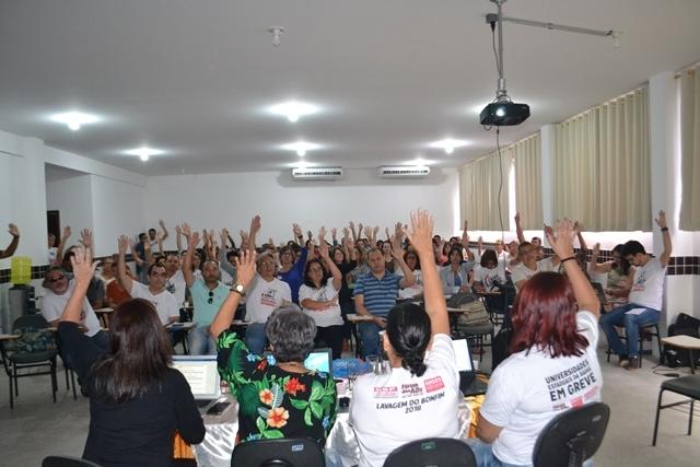 Assembleia da Adusb aprova contraproposta do movimento docente e reivindica reabertura das negociações
