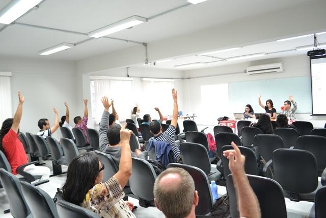 Assembleia da Adusb aprova paralisações em outubro e indicativo de greve geral