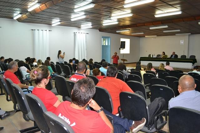 Terceirizados reivindicam pagamento de salários e denunciam assédio moral na UESB