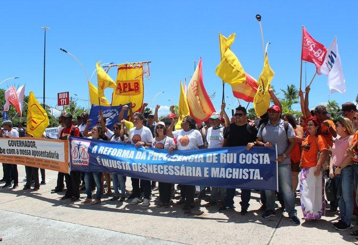 Após pressão de servidores, governador da Bahia apresenta novo texto a PEC da Previdência
