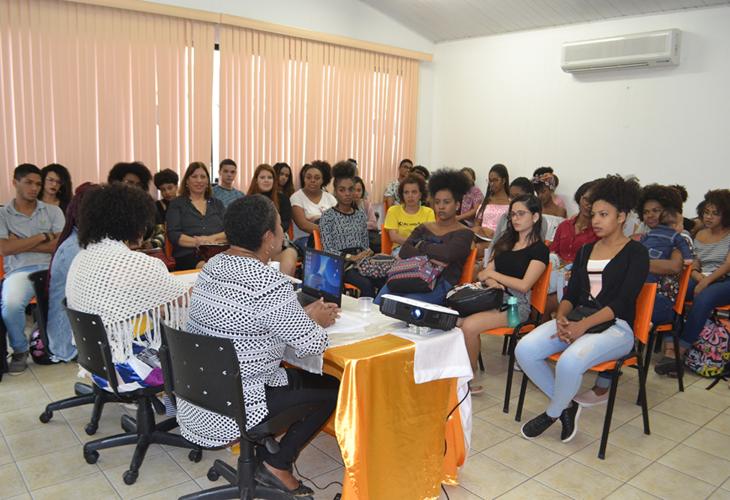 Machismo e racismo enfrentado por mulheres negras é tema de roda de conversa em Jequié