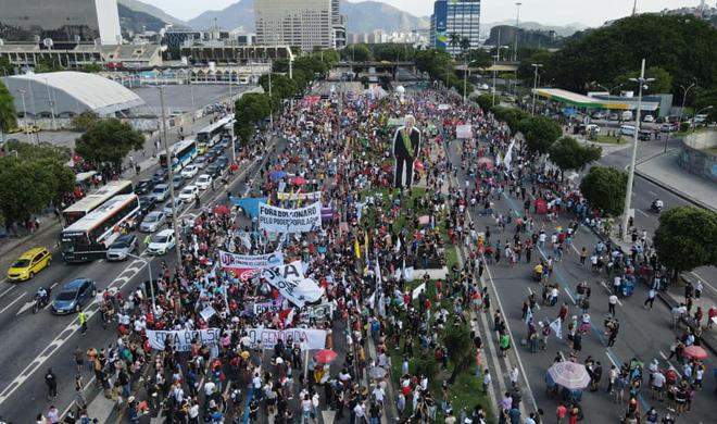 """Por """"Pão, Vacina, Saúde e Educação"""" e pelo """"Fora Bolsonaro"""" milhares foram às ruas em todo o país"""