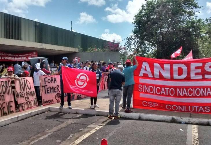 Servidores públicos de todo país ocupam Brasília em esquenta para Greve Geral de 5 de dezembro