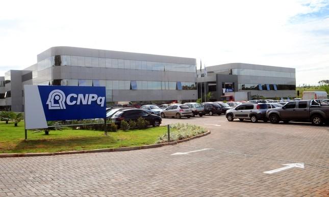 Depois de sofrer redução de 45%, bolsas do CNPq podem ser suspensas