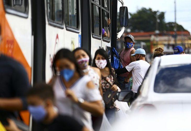 Brasil volta a ter média diária acima de 500 mortes pela Covid-19 e alta nas internações