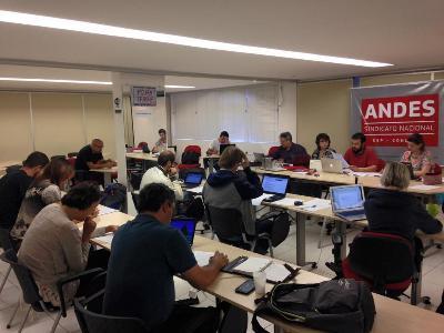 Assembleia docente deflagra greve e fortalece movimento nacional contra a PEC 55