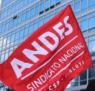 Diretoria do ANDES-SN divulga nota sobre crise política