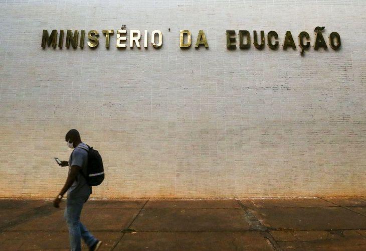 Política genocida: MEC determina volta às aulas presenciais no ensino superior a partir de janeiro