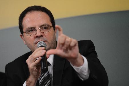 Novo ministro da Fazenda defende reduzir ainda mais direitos de trabalhadores
