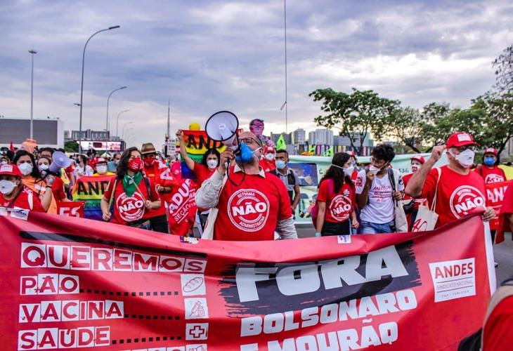 Milhares voltaram às ruas em protesto pelo Fora Bolsonaro no sábado (2)